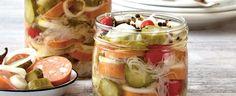 Cukr rozpusťte ve dvou lžících vody asmíchejte solejem aoctem.  Přidejte okapané apokrájené zelí, nakrájenou cibuli, feferonky dle chuti akyselé... Fruit Salad, Food And Drink, Cooking Recipes, Baking, Vegetables, Fruit Salads, Chef Recipes, Bakken, Vegetable Recipes