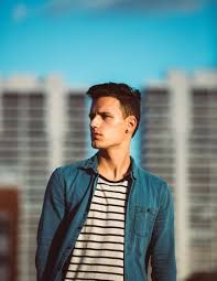 Man in t-shirt with stripes and a jeans shirt posing at West Palm Beach Face Images, Face Pictures, Get A Boyfriend, Poses For Men, Dating Tips For Women, Popular Haircuts, Short Haircuts, Tyga, Man Photo