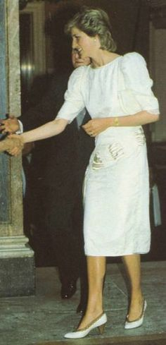 1986-06-30 Diana arrives at the Royal Academy of Arts for a Reception in aid of the Dance Teachers' Benevolent Fund