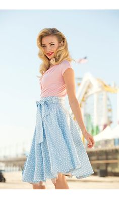 retro hair and polka dot skirt Modest Fashion, Love Fashion, Vintage Fashion, Pretty Outfits, Beautiful Outfits, Cute Outfits, Zooey Deschanel, Taylor Swift, Hipster
