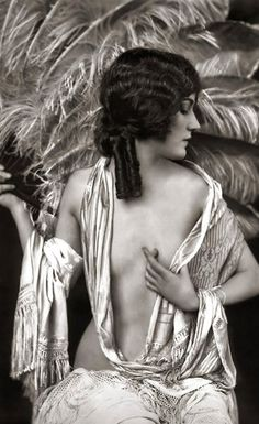 Traveling through history of Photography...Gloria Swanson, Ziegfeld Model Risque, by Alfred Cheney Johnston, 1920.