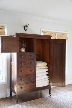 Linen Cabinet Family Room Organization Julie Blanner walk in linen cupboard could be extra storage room for stuff like toilet paper and o. Linen Storage, Bedroom Storage, Wood Storage, Towel Storage, Extra Storage, Style At Home, Muebles Shabby Chic, Organizing Your Home, Home Fashion
