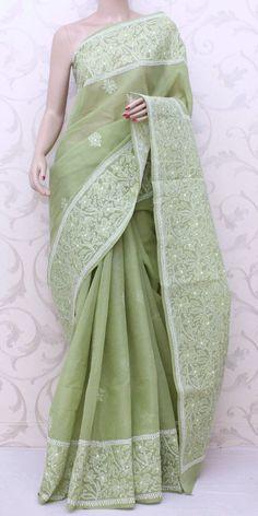 Lucknowi Chikan Saree (W/B-Cotton) 12815 Simple Sarees, Trendy Sarees, Stylish Sarees, Saree Blouse Patterns, Saree Blouse Designs, Indian Dresses, Indian Outfits, Indian Clothes, Phulkari Saree