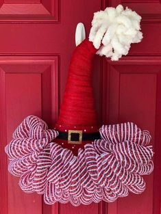 Christmas decor Diy Christmas Hats, Christmas Door Wreaths, Ribbon On Christmas Tree, Holiday Wreaths, Christmas Decorations, Wreath Crafts, Diy Wreath, Wreath Making, Wreath Ideas