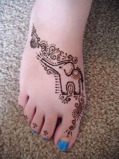 I love the cartoony-ness of this elephant and the beautiful henna design with it. Too cute!