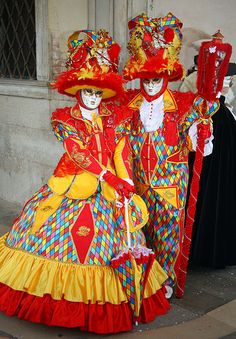 Couple in very loud colors Carnival Date, Carnival Of Venice, Carnival Costumes, Fantasy Costumes, Adult Costumes, Cosplay Costumes, Venetian Costumes, Venetian Carnival Masks, Venice Carnivale