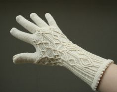 Not sure I'll ever have the patience to knit gloves, but these are exquisite!