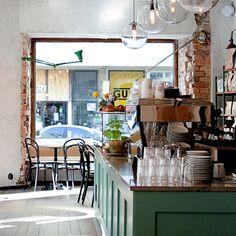 Cafe Pascal - Vi är tre syskon. Vi gillar bra kaffe, bra råvaror och hantverket ska stå i centrum. Det vi serverar kommer ifrån mikrorosterier, bageriet på Lilla Essingen och vårt eget kök.