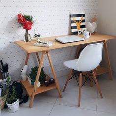 """2,510 curtidas, 40 comentários - Morando com Amor (@morandocomamor) no Instagram: """"Home office. Ainda mais apaixonada pelo meu cantinho. Nosso home office foi todo DIY. Da mesa aos…"""""""