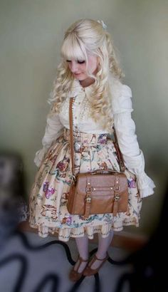 Love it. I wish I could buy up a whole heap of lolita dresses like this and wear them everyday <3 <3