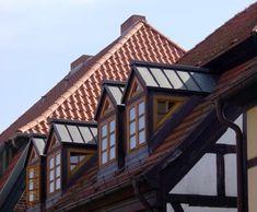 Wir sind Ihre Spezialisten für Dachstuhl, Dachausbau und Dachdeckerarbeiten.
