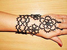 Bracelet dentelle noire en dentelle frivolite , mitain dentelle noire : Bracelet par carmentatting
