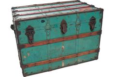 Vintage Cunard Trunk... This would look adorable to hold all my extra samples!!!