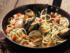 Spaghetti allo scoglio - Video Ricetta. La ricetta che prepariamo oggi è un primo piatto di pesce molto conosciuto: gli spaghetti allo scoglio
