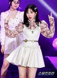 Kpop Fashion, Asian Fashion, Fashion Outfits, Womens Fashion, S Girls, Kpop Girls, South Korean Girls, Korean Girl Groups, G Friend