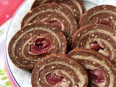 gesztenyés-meggyes keksztekercs Healthy Sweet Snacks, Healthy Desserts, Chocolates, Diet Cake, Cookie Recipes, Dessert Recipes, Hungarian Recipes, Creative Cakes, Christmas Baking