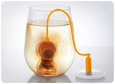 Loose-leaf tea infuser looks like a deep sea diver. 1 x Fred & Friends Deep Tea Diver Infuser. Fill the diver with tea leaves and steep him in the deep. Sink him into even the deepest of pots. Tea Strainer, Tea Infuser, Cool Kitchen Gadgets, Cool Kitchens, Kitchen Tools, Buy Tea, Loose Leaf Tea, Popcorn Machines, Essen