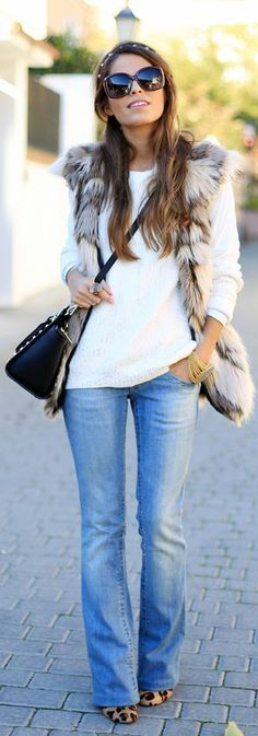 Love the shape of those jeans with the leopard print flats <3