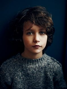 beautiful dark tones for this portrait by photographer annemarieke van drimmelen for kidscase #kids_portraits #dark #natural_light