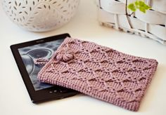 Try this elegant crochet Kindle cover in Fishermen's Wool. Pattern by Mon Petit Violon