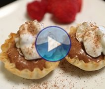 Looking for fun fillo dessert recipes to spice up your next party? Try this Champagne Toast using Athens Foods Mini Fillo Shells. Easy Desserts, Delicious Desserts, Dessert Recipes, Chocolate Cheescake, Gram Crackers, Athens Food, Mama Cooking, Stuffed Shells Recipe, Chocolate Shells