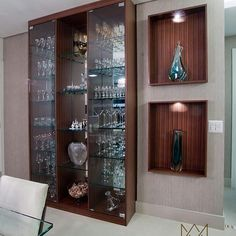 105 cristaleiras apaixonantes para embelezar a sala de jantar Crockery Design, Cool Kids Bedrooms, Glass Cabinets Display, Dining Room Design, Crockery Unit, Home Bar Designs, Crockery Unit Design, Chic Home Decor, Home Decor Furniture
