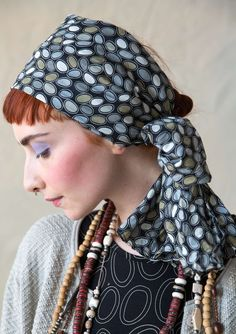 """Shawl """"Ringo"""" in organic cotton Soft scarf made of organic cotton with the swarming pattern """"Ringo"""". A wonderful play of colors that can adorn and is suitable for large patterned, solid colored and striped. Dimensions: 180 x 40 cm Item number 70923 Price SEK 195"""
