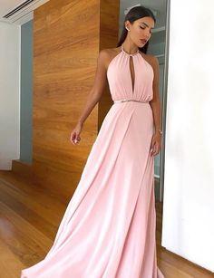 Vestido longo rose minimalista para madrinha de casamento durante o dia Simple Bridesmaid Dresses, Prom Dresses, Formal Dresses, Bridesmaids, Different Fabrics, Dress For You, Party Dress, Chiffon, Beautiful