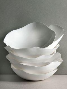 Piezas de cerámica blanca con acabado mate. Follow us on facebook: www.facebook.com/pages/Hey-Jo