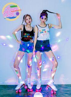 chuu_츄 - 츄(chuu) Best Friend Outfits, Human Poses, Dance Choreography Videos, Unique Fashion, Fashion Design, Foto Pose, Girl Fashion, Fashion Outfits, Harajuku Fashion