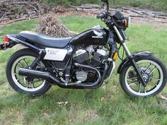 Honda Ascot VT 500. First street bike I ever owned, bought in '85. Put 26K on it b/f wrecking it. Great bike.