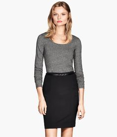 Premium-quality gray fitted top with long sleeves & slightly wider neckline. | H&M Modern Classics