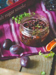 Ostry sos śliwkowy do mięs, burgerów, chutney śliwkowy - świetny sos z inspirowany kuchnią gruzińską. Pickles, Cucumber, Chutney, Fruit, Blog, Blogging, Pickle, Chutneys, Zucchini