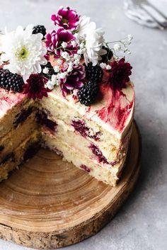 Vegan Blackberry and Gin Cake Vegan Blackberry and Gin Cake Cut Open # Brownie Desserts, Oreo Dessert, Mini Desserts, Gourmet Desserts, Healthy Desserts, Baking Recipes, Cookie Recipes, Vegan Recipes, Dessert Recipes
