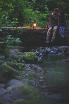 Blanket love Woodsy Engagement Session - Treehouse Point (super conveniently located just half an hour from Seattle) is tucked away in a lovely fores. Engagement Photo Inspiration, Engagement Pictures, Engagement Shoots, Wedding Pictures, Themed Engagement Photos, Forest Engagement Photos, Outdoor Engagement Photos, Photo Couple, Couple Shoot