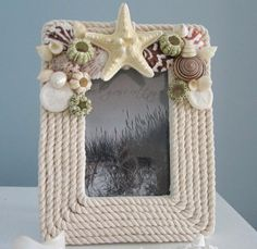Crafts-Picture-Frame-made-from-shells-for-your-summer-vacation-photos