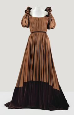 MADAME GRES HAUTE COUTURE, 1946 A BROWN SILK JERSEY EVENING GOWN WITH PUFF SLEEVES AND GRADUATED BROWN VELVET HEM
