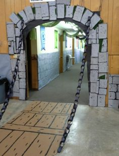 Kingdom Rock castle drawbridge entry way from cardboard and paper chains. Castle Party, Medieval Party, Knight Party, Theme Harry Potter, Cardboard Castle, Dragon Party, Paper Chains, Vacation Bible School, Sunday School