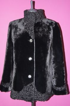 шубы из мутона: 25 тыс изображений найдено в Яндекс.Картинках Fur Fashion, Womens Fashion, Winter Outfits, Cool Outfits, Fox Coat, Shearling Coat, Coat Patterns, Vintage Coat, Capsule Wardrobe