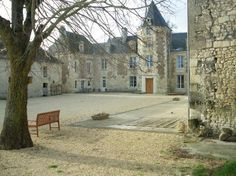 the chateau in winter / Loire Valley Retreat . Chinon França.