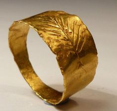 BEAUTIFUL ROMAN GOLD RING 2ND AD...would love something like this for a wedding band...