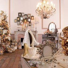 Modern Christmas Home Decorating Christmas Interiors, Christmas Living Rooms, Christmas Room, Modern Christmas, Gold Christmas, Vintage Christmas, French Christmas, Country Christmas, Christmas Projects