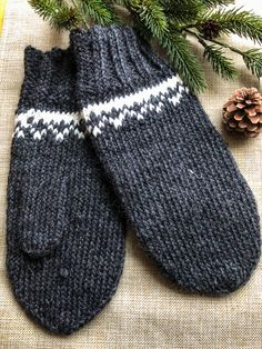L pattern by Linda Pano Recipes For Beginners, Mittens, Wool, This Or That Questions, Knitting, Pattern, Fingerless Mitts, Tricot, Breien
