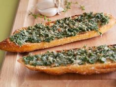 Whole-Grain Herbed Garlic Bread Loading your garlic bread with chopped herbs means you won't need to cover it with a thick coating of cheese. Get the Recipe: Whole-Grain Herbed Garlic Bread Healthy Sides, Healthy Side Dishes, Side Dish Recipes, Bread Recipes, Cooking Recipes, Profiteroles, Healthy Thanksgiving Recipes, Healthy Recipes, Healthy Meals