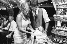 Morgan & Robbie's wedding cupcakes, as featured on The Wedding Row! #weddingcupcakes #cupcakedownsouth #charlestonSC