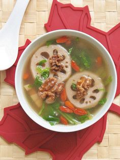 Lotus Root and Walnut Soup - this Chinese detoxification soup looks amazing!