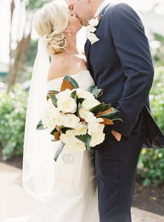 Photography : Jacqui Cole Photography | Event Planning : NK Productions Wedding Planning | Florist : MMD Events | Bridesmaid Dresses : Amsale Read More on SMP: http://www.stylemepretty.com/2016/12/20/citrus-infused-florida-wedding/