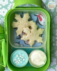 Snowflake yubo bento school lunch from 'Bent on Better Lunches'....For more creative ideas for school lunches visit https://www.facebook.com/SchoolLunchIdeas