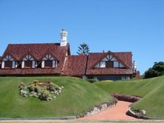Punta del Este - Imagen de Zona residencial ++++ Oriental, Exterior, Mansions, House Styles, Decor, Pereira, Shape, Beach Resorts, Vintage Ads