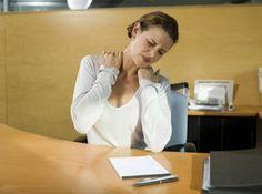 Mách bạn cách chữa đau mỏi vai gáy cho dân văn phòng hiệu quả.